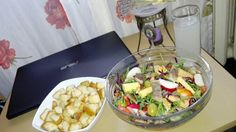 Salata cu peste afumat, rucolla, varza rosie...etc Good Food, Chicken, Meat, Salads, Healthy Food, Yummy Food, Cubs