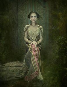 Traditional Dress of Indonesia (KEBAYA) by Anne Avantie