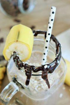 Bild: Kaffee Smoothie – mit diesem Rezept einen gesunden Kaffee Smoothie mit Banane, Haferflocken und kalten Kaffee zum Frühstück, als Frühstück-Bowl oder für einen Brunch ganz einfach selber machen // Rezept von www.partystories.de // Bracelets, Leather, Jewelry, Smoothie Ingredients, Brunch Ideas, Diy, Bangles, Jewellery Making, Arm Bracelets