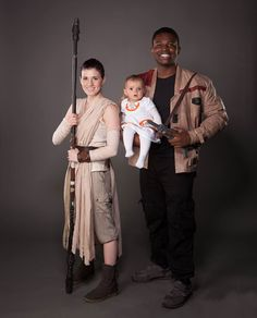Finn, Rey, and family cosplay Clever Costumes, Costume Ideas, Finn Star Wars, Rey And Finn, Family Cosplay, Comic Conventions, Love Stars, Kawaii, Best Cosplay