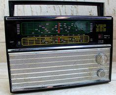 Soviet Vintage Radio Transistor Radio VEF 206 Portable by NarMag Le Radio, Old Stove, Old Technology, Retro Radios, Antique Radio, Transistor Radio, Retro Chic, Portable, Vintage Home Decor