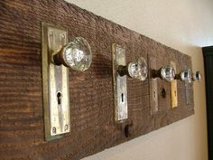 DIY DOOR KNOB HOOK RACK :: Have to do this ... with my vintage drawer pulls as well.   #doorknob #doorplate #crystalknob