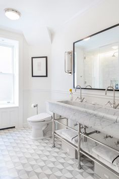 This monochromatic bathroom lets the textures of marble and tile sing. Design by and Photo by . Peterborough, Design Japonais, New York City Apartment, Traditional Bathroom, Historic Homes, Design Firms, Master Bathroom, Gold Bathroom, Bathroom Vanities