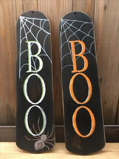 Home Decor Thoughts Repurposed ceiling fan blades. Halloween Wood Crafts, Halloween Signs, Halloween Projects, Diy Halloween Decorations, Fall Crafts, Fall Halloween, Holiday Crafts, Desk Decorations, Halloween Office
