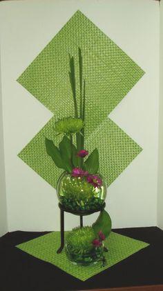 Joan Nowak Creative Flower Arrangements, Modern Floral Arrangements, Ikebana Arrangements, Fall Arrangements, Art Floral, Floral Design, Flower Frame, Flower Art, Underwater Flowers