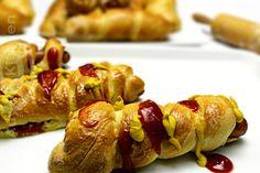 Hot dog la cuptor Adygio Kitchen. Reteta video preparata pas cu pas pentru hot dog la cuptor - Adygio Kitchen. Hot Dogs, Main Courses, Baked Potato, Sausage, Baking, Ethnic Recipes, Kitchen, Food, Main Course Dishes