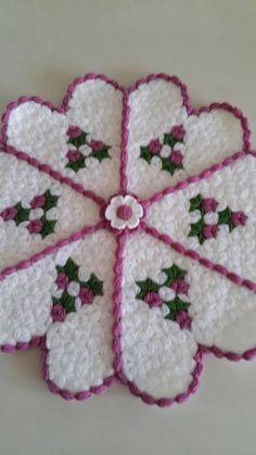 This Pin was discovered by Nim Crochet Sunflower, Crochet Butterfly, Rainbow Crochet, Love Crochet, Beautiful Crochet, Crochet Bedspread, Afghan Crochet Patterns, Diy Crochet Flowers Tutorial, Table Design Bois