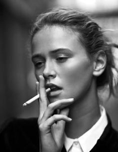 i don't promote smoking.. it's gross and unhealthy.. but this picture just screams fashion to me & i just love it.