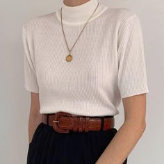 Essential minimalist white rib knit shirt with stand-up collar. Essential minimalist white rib knit shirt with stand-up collar. Look Fashion, 90s Fashion, Fashion Outfits, Junior Fashion, Latex Fashion, Vintage Outfits, Vintage Fashion, Casual Outfits, Cute Outfits
