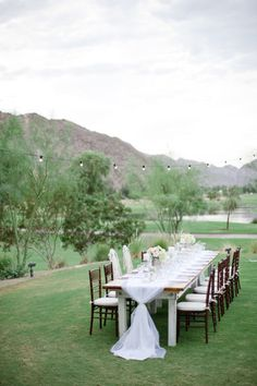 open air dining in Palm Springs Photography by Leila Brewster Photography / leilabrewsterphotographyblog.com, Event Design   Planning by Dandelion and Grey / dandelionandgreyblog.com/, Floral Design by Fleuretica / fleuretica.com/