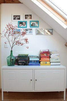 Ideia para aproveitar o cantinho embaixo da escada.