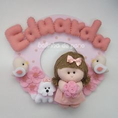 Enfeite Porta Maternidade Boneca com Cachorro 2 - Bolinha de Pano