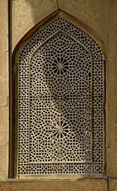 Window detailing of Ali Qapu Palace. Isfahan, Naghsh-e Jahan, İran