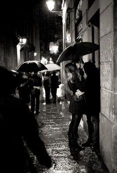 rain . kiss . kissing in the rain . black and white