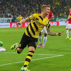 Reus is back!  1 goal and 1 assist, as Borussia Dortmund beat FC Augsburg 3-2.