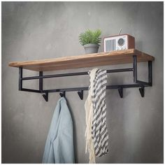Give Your Rooms Some Spark With These Easy Vintage Industrial Furniture and Design Tips Do you love vintage industrial design and wish that you could turn your home-decorating visions into gorgeous reality? Industrial Design Furniture, Loft Furniture, Industrial Interiors, Metal Furniture, Furniture Projects, Vintage Furniture, Modern Furniture, Furniture Design, Furniture Removal