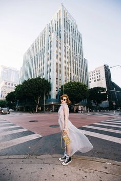 En el Downtown con vestido transparente de Clean by Kling, body de American…