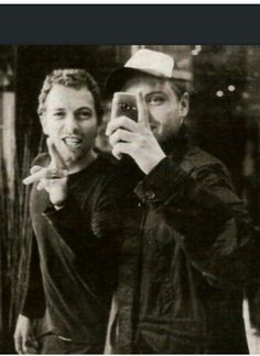 Coldplay, Great Bands, Cool Bands, Chris Martin, Music Things, Band Pictures, Backgrounds, Lovers, Random