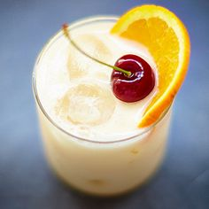 Jamie's Whisky Sour recipe is a combination of whisky, lemon and lime juice; Follow Jamie's step by step guide to make the ultimate whisky sour with drinks tube.
