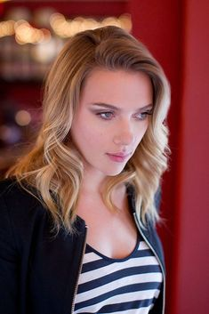 Scarlett Johansson Photos of beauti girls - on the beach, outdoors, in cars. Only real girls. Scarlett And Jo, Black Widow Scarlett, Black Widow Natasha, Scarlett Johansson, Hot Actresses, Hollywood Actresses, Beautiful Celebrities, Beautiful Actresses, Belle Photo