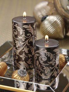 Svíčka * černá se zlatým ornamentem ***