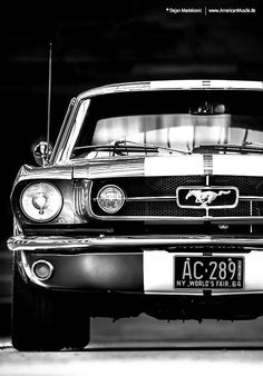 Can you guess the year of this Old School Mustang? - Car X Mustang Noir, Mustang Cars, Ford Mustang Gt, Classic Mustang, Ford Classic Cars, Us Cars, Sport Cars, Cars Usa, Jeep Cars