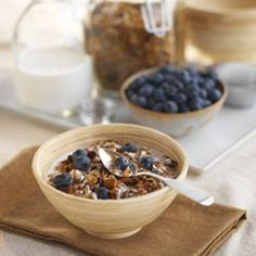 Organic.org - Earthbound Farm's Famous Maple Almond Granola - Recommended by Aunt Deb and Mom!
