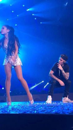 Ariana Grande 2015, Ariana Grande Legs, Ariana Grande Photoshoot, Ariana And Justin, Ariana Grande Justin Bieber, Justin Bieber Concert, Hot Kiss Couple, Hailey Bieber Wedding, Lost Pictures