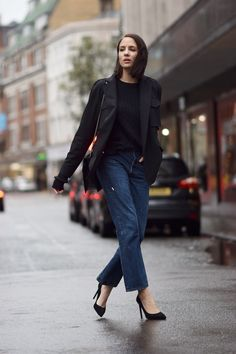 Levi's 501s are the best cropped boyfriend jeans out there! Teamed with a pair of black courts it's a dream combo!