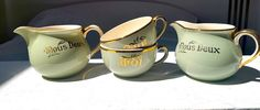 * Beautiful coffee set, Moi - toi- Nous deux from Villeroy & Boch. 2 cups, 2 jugs. All in a beautiful green mint color with golden edges. * Excellent condition, no chips, no cracks, some small wear on the handle of one jug (see photo 5). Please feel free to convo me if you have specific questions about this item. Please visit the other items in my shop here: https://www.etsy.com/fr/shop/BrocBalk?ref=hdr_shop_menu  If you purchase several items in my shop at the same time, please send me a…