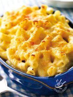Baked pasta with smoked cheese and tofu - Se cercate una ricetta di pasta al forno diversa dal solito provate a cimentarvi nella Pasta al forno con scamorza e tofu: la crosticina è irresistibile! #pastaalfornoconscamorza