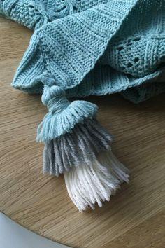 A soft, triangular scarf with tassels from Novita Baby Merino yarn. Wool Yarn, Merino Wool, Woolen Clothes, Woolen Socks, Chunky Cardigan, Knit Fashion, Knitted Shawls, Womens Scarves, Cotton Linen