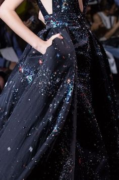 View all the detailed photos of the Zuhair Murad haute couture fall 2015 showing at Paris fashion week. Style Haute Couture, Couture Details, Couture Fashion, Runway Fashion, Paris Fashion, Couture 2015, Gowns Couture, Zuhair Murad, Elie Saab