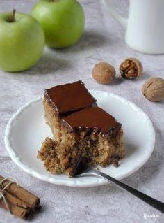 Sočne griz kocke sa jabukama i orasima - Mystic Cakes Cookie Desserts, Easy Desserts, Cookie Recipes, Delicious Desserts, Fruit Recipes, Sweet Recipes, Baking Recipes, Dessert Recipes, Quick Cake
