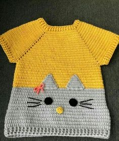 Tee or sweatshirt inspiration .-T-Stück oder Sweatshirtinspiration… Knöpfe u. Applikation Tee or sweatshirt inspiration … buttons & buttons. application Tee or sweatshirt inspiration … buttons & buttons. Knitting For Kids, Baby Knitting Patterns, Crochet For Kids, Baby Patterns, Crochet Patterns, Dress Patterns, Crochet Baby Cardigan, Baby Girl Crochet, Crochet Baby Clothes