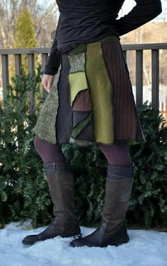 No link but this is the style shown at Art in the Park. Made with a serger, 50 inches at the waist for a truly one-size fit. Altered Couture, Diy Clothing, Sewing Clothes, Diy Kleidung, Recycled Sweaters, Recycled Fashion, Altering Clothes, Sweater Skirt, Diy Fashion