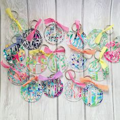 This listing is for a 2.5 Lilly Pulitzer monogrammed acrylic keychain. ***Please note that some letters look different with certain styles of