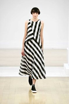 See all the Collection photos from Jasper Conran Spring/Summer 2019 Ready-To-Wear now on British Vogue How To Sow Clothes, Clothes For Women, Casual Dresses, Summer Dresses, Fashion Show, Fashion Design, Fashion Ideas, Maxi Gowns, Dress Sewing Patterns