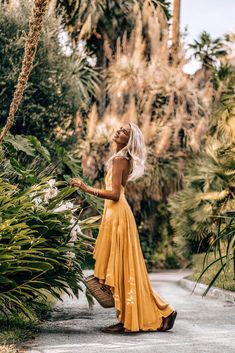 Palms are a girl's best friend! Creative Fashion Photography, Italy Pictures, Diane Arbus, Ladies Style, Bali Travel, Vacation Outfits, Maxis, Beautiful Islands, Vacation Destinations