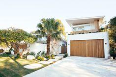 Mcm House, Facade House, House Facades, House Exteriors, Coastal Gardens, Coastal Homes, Exterior Design, Interior And Exterior, Fresco