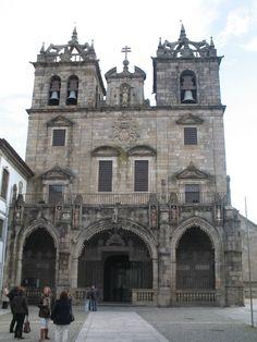 De torens van de kathedraal van Braga lijken sprekend op die van Porto. Het bijzondere bevindt zich binnenin: 2 gigantische orgelwanden vol orgelpijpen.