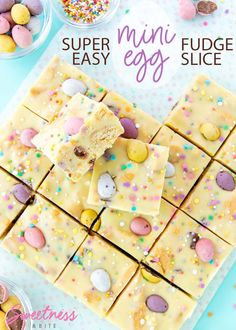 Mini Egg Fudge Slice is a fun and easy Easter treat. A smooth, creamy white chocolate and condensed milk fudge base, pastel mini eggs, crunchy cookie pieces, and a speckle of rainbow sprinkles! Mini Eggs Cake, Mini Eggs Cookies, Easter Cookies, Easter Treats, White Chocolate Fudge, Easter Chocolate, Easter Cake Easy, Easter Recipes, Mini Eggs Recipes