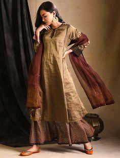 Colour Combination For Dress, Velvet Suit Design, Simple Kurta Designs, Dress Neck Designs, Blouse Designs, Kurti Embroidery Design, Indian Designer Suits, Beautiful Suit, Kurti Designs Party Wear