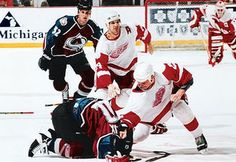 Colorado Avalanche vs Detroit Red Wings Synopsis of the rivalry. 14 years later Lemiex and McCarty sat next to each other at an autograph signing. Detroit Hockey, Detroit Sports, Hockey Teams, Hockey Stuff, Rangers Hockey, Football Stuff, Detroit Michigan, Hockey Players, Red Wings Hockey
