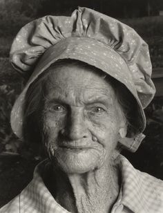Taken by American photographer, Shelby Lee Adams. His photographs of people in Eastern Kentucky have spanned generations. So much character in her face. Appalachian People, Appalachian Mountains, Photographs Of People, Vintage Photographs, Vintage Pictures, Old Pictures, Old Time Photos, Old Faces, Dust Bowl