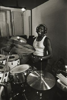 Elvin Jones by Richard Laird. What a force of nature! Monster drummer behind… Jazz Artists, Jazz Musicians, Francis Wolff, Modern Drummer, Charles Mingus, Vintage Drums, Cool Jazz, Drummer Boy, Jazz Guitar