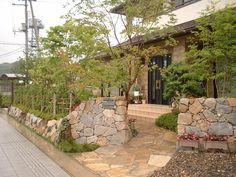 宮城県蔵王町・造園、植木のことなら竹鳳園 造園工事施工例 建物と石垣の調和                              …