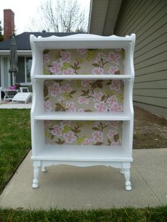 DIY bookshelf makeover with a patterned fabric back - Upcycled Furniture Painting Bookcase, Bookcase Makeover, Furniture Makeover, Chair Makeover, Paint Bookshelf, Bookshelf Design, Refurbished Furniture, Repurposed Furniture, Shabby Chic Furniture