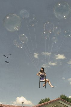 This is a photo of a women floating on a chair held up by balloons. In surrealism anything is possible, a women floating by balloons is only possible by imagination. Surrealism Photography, Art Photography, Street Photography, Photomontage, Affinity Photo, Montage Photo, Jolie Photo, Urban Art, The Dreamers