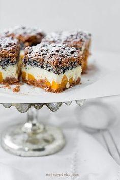 Cheesecake with poppy seeds, coconut and peaches My baked goods- Sernik z makiem, kokosem i brzoskwiniami Polish Desserts, Polish Recipes, No Bake Desserts, Just Desserts, Dessert Recipes, Peach Cheesecake, Best Cheesecake, Cheesecake Recipes, Cookie Recipes